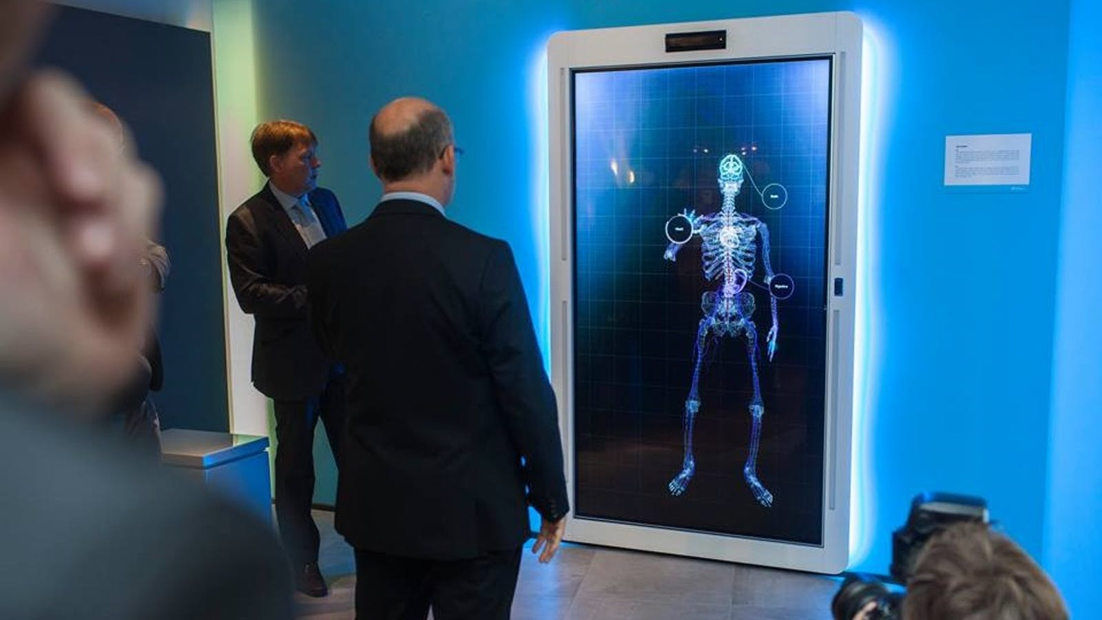eHealth display with Kinect and sensors